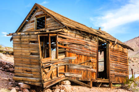 Old west mining cabin located in the desert of Death Valley California Reklamní fotografie - 93277912