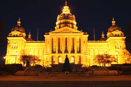 iowa: Iowa State Capitol Building at Night