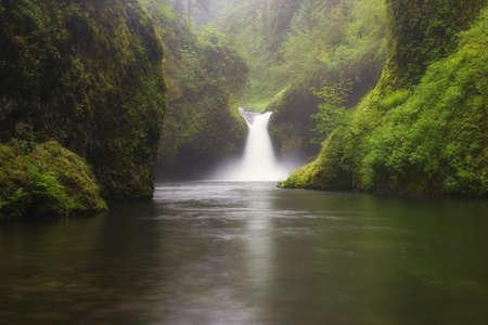 Punchbowl Falls Фото со стока