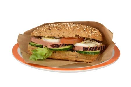 carnes y verduras: Roompate Lujo waldkorn pan con un fondo blanco Foto de archivo
