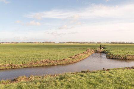 Weiland met een sloot aan Skarl in Friesland, Nederland.