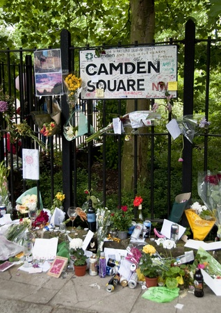 cremated: LONDON - JULY 27: Her fans pay tribute to Amy Winehouse in front of her house on Camden square, on July 27, 2011 in London. Amy Winehouse died aged 27 on Saturday, July 23. Editorial