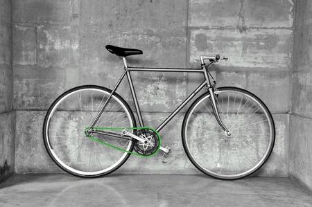 clavados: Vintage fijo gear bicicleta, negro & blanco cadena de imagen, verde Foto de archivo