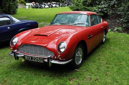LONDON - 4. September: Ein Aston Martin DB6 bei Chelsea AutoLegends, am 04. September 2011 in London. Der Aston Martin DB6 wurde von 1965 bis 1971 produziert. Standard-Bild - 10592217