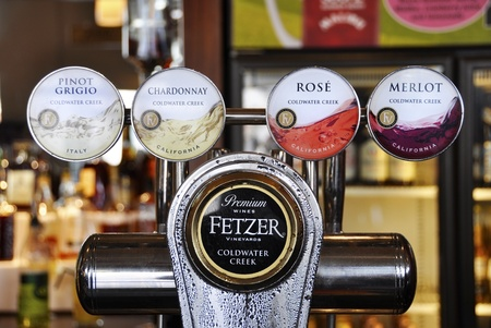 pinot grigio: Wine on tap in a pub in UK