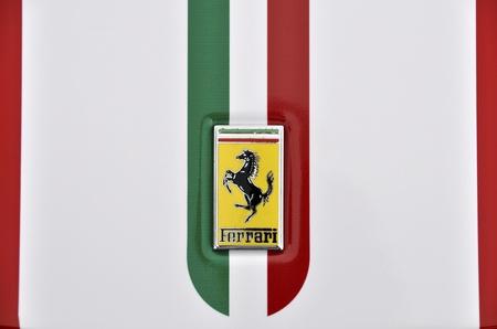 LONDEN - 4 september 2011: Ferrari logo, Italiaanse vlag geschilderd op de carrosserie van een Ferrari 360 Challenge Stradale Redactioneel