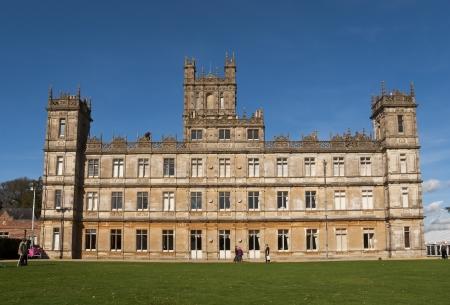 Newbury, Verenigd Koninkrijk - 13 oktober: Highclere Castle is de belangrijkste instelling voor de ITV periode drama Downton Abbey, op 13 oktober 2011 in Newbury