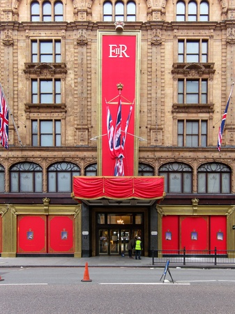 LONDON, UK, Tuesday 15, 2012. In the early morning workers put the last touch to the special Queen's Diamond Jubilee decoration on Harrods facade. Stock Photo - 13685102