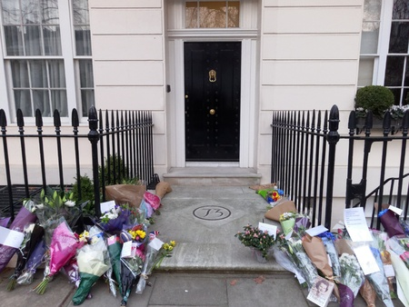 thatcher: LONDON - UK, April 08: Flowers and messages in front of Margaret Thatcher