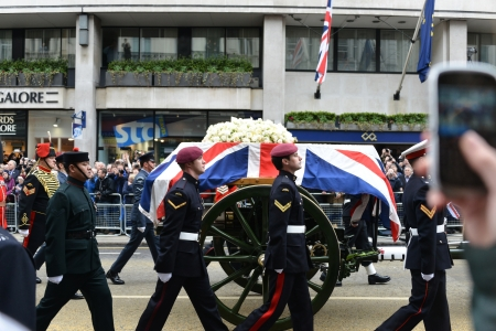 thatcher: London, UK. April 17th, 2013. Baroness Thatchers coffin is carried on a gun carriage on its way to St Pauls Cathedral.