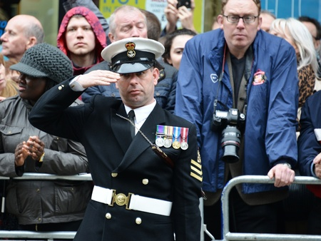 thatcher: London, UK. April 17th, 2013. Soldier lining Baroness Thatcher procession route on Ludgate Hill.