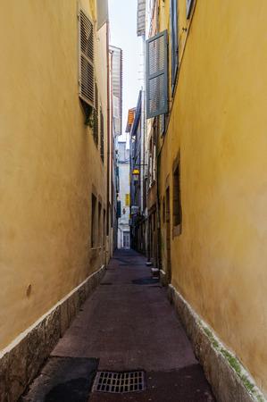 recedes: Narrow street in Bayonne, France
