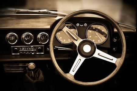 ビンテージ車のダッシュ ボード、セピア色の調子を整える 写真素材