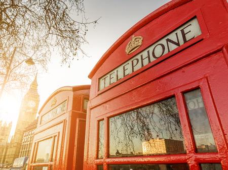 Twee telefooncellen en de Clock Tower in Londen, UK Stockfoto