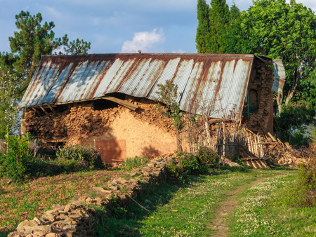 richter: KOT DANDA, LALITPUR, NEPAL - MAY 2, 2015: Damaged house after the 7.8 earthquake that hit Nepal on April 25, 2015.