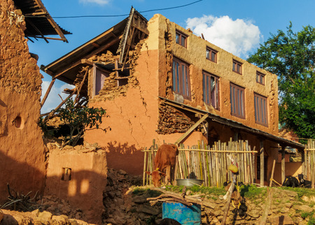dada: KOT DANDA, LALITPUR, NEPAL - MAY 2, 2015: Damaged houses after the 7.8 earthquake that hit Nepal on April 25, 2015.