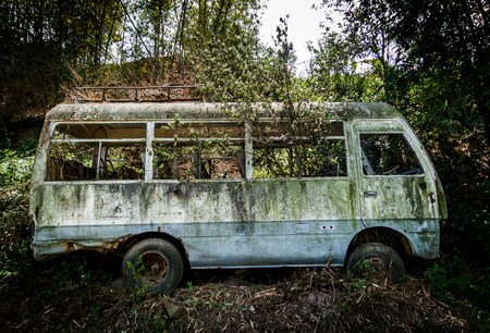 minibus: An abandoned minibus in Nepal