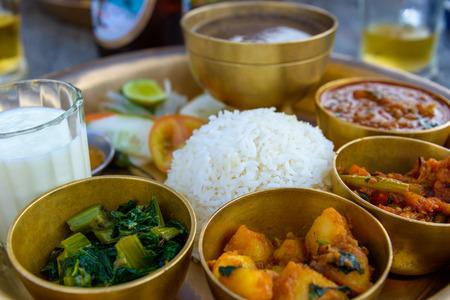 Traditionele Nepalese thali in een restaurant Stockfoto