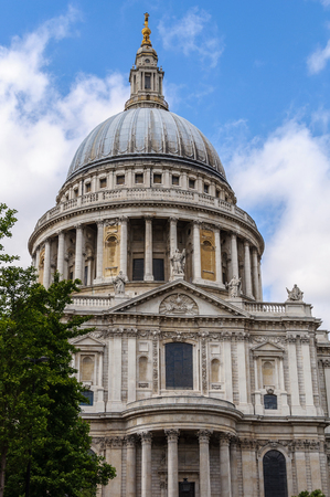 st pauls: St Pauls Cathedral in London, UK