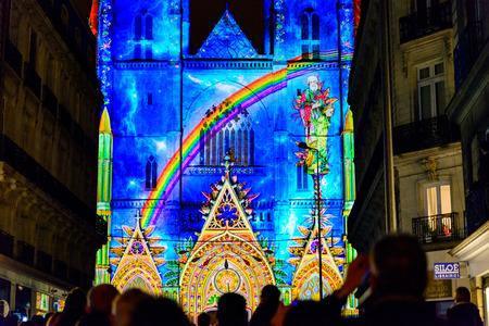 """NANTES, FRANCIA - 26 DE DICIEMBRE DE 2016: El espectáculo de luz y sonido """"L'Odyssee des Reves"""" está basado en el Arca de Noé de Alain Thomas."""