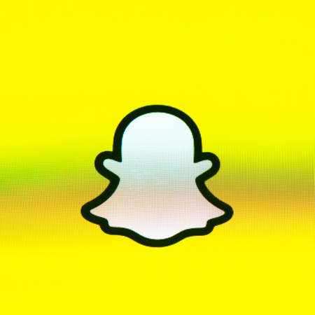 BAYONNE, FRANCE - CIRCA JANUARY 2021: Snapchat ghost logo on yellow background, Apple iPhone screen. Snapchat is a multimedia messaging app developed by Snap Inc. Redactioneel