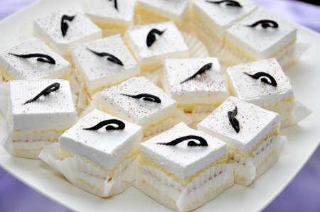 white cream: White cream Cake with chocolate