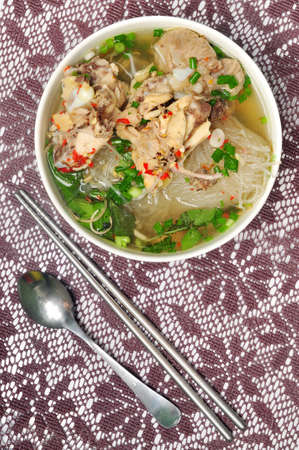 ga: Mien ga or vietnamese vermicelli with chicken meat