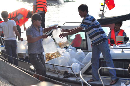 pollution free: HO CHI MINH CITY, VIETNAM - APRIL 24, 2015: Fishes are kept in plastic bags preparing to be released in the Saigon river in the National Fisheries day in Vietnam Editorial