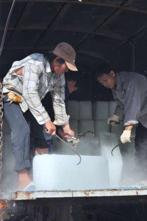 con dao: CON DAO, VIETNAM - JULY 2, 2012: Porters are shaving ice at the local seaport of Con Dao island of Vietnam