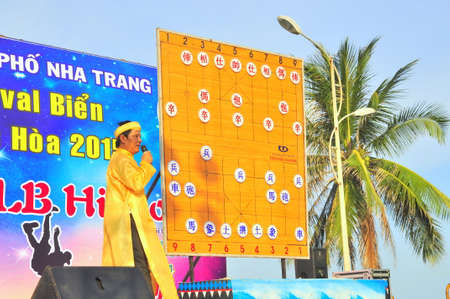 Nha Trang, Vietnam - July 13, 2015: The chairman is explainning the martial arts of human chess in a festival on the beach of Nha Trang city Éditoriale