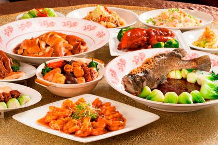 아시아에서 중국 풍의 축제 점심 또는 저녁 뷔페 스톡 콘텐츠