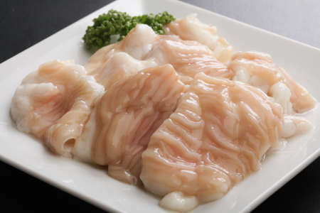 Fresh raw pig hormone stomach Intestine on white platter Stockfoto