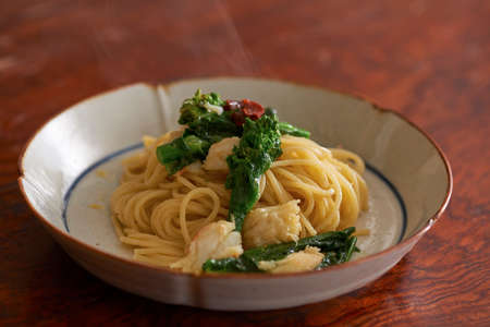 Noodle of Peperoncino of crab and rape blossoms in bowl