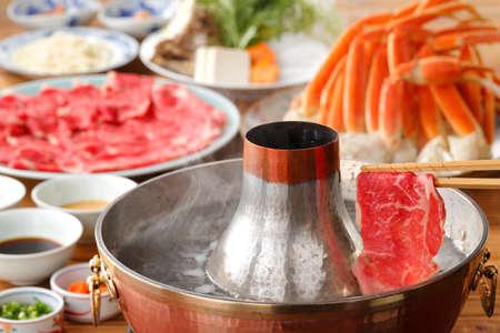 新鮮な牛肉のタイ風カニ鍋
