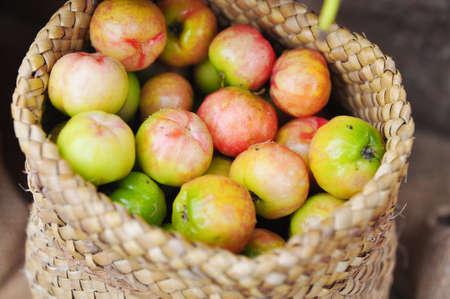 Verse Malpighiaceae fruit of kersen in de jutezak
