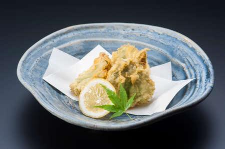 Fried tempura vegetables with fresh lime in platter