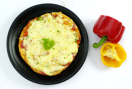 Beef pizza in Korean style with bell pepper on white Banque d'images