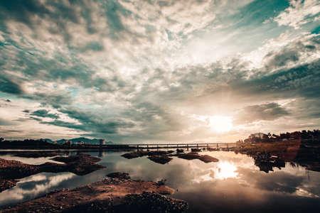 Sonne am Himmel Standard-Bild - 84483276