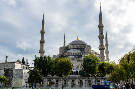 camii: View on Blue Mosque (Sultanahmet Camii) in Istanbul, Turkey