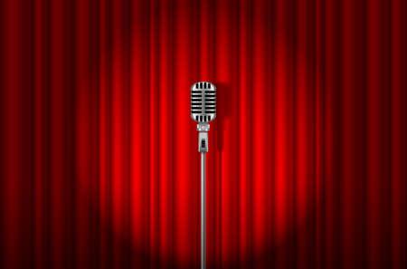 cortinas rojas: Micrófono de la vendimia contra la cortina roja con la luz centro de atención telón de fondo