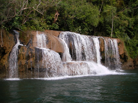 respite: Remarkable rest on the tropical river, is both hotels on water and falls and a river rafting here