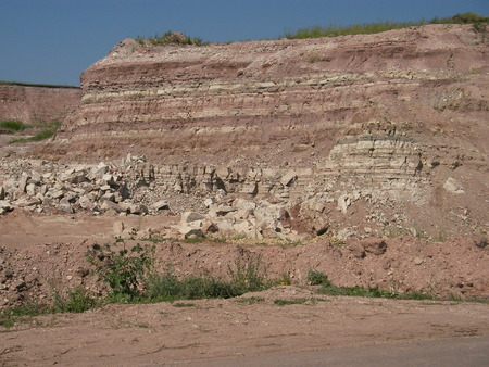 kaolin: Cut of the soil of the mountain - the folded layered structure alternately stones and clay is visible Stock Photo