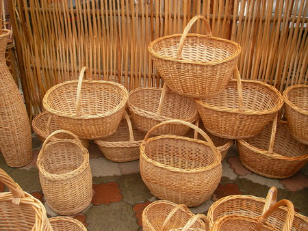 practical: National handymen from a rod spin beautiful and practical baskets