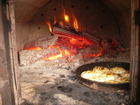 muffle: In the Russian furnace ruddy kalatches, and also rolls, shang and pies turn out