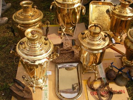 fervor: Samovar the device for boiling of water and preparation of tea.