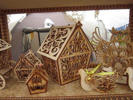 tallado en madera: Talla de madera y diversos artículos hechos a mano de un árbol se la ocupación original de diferentes pueblos del mundo