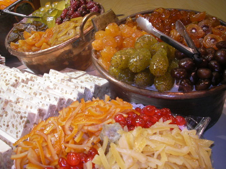 Welded: Candied fruits the juicy fruits welded in sugar or sakharopatochny syrup.