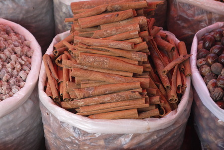 cinnamon bark: Also the dried-up tree bark which is widely used as spice spice is also called as cinnamon. Cinnamon spice goes on sale sometimes in the form of the bark slices curtailed into a tubule, and is more often in a ground look.