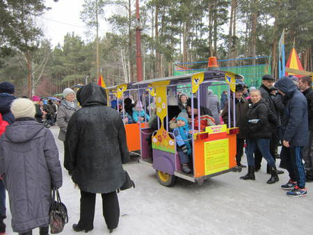 Mass festivity in Russia in March to Maslennitsa Editorial