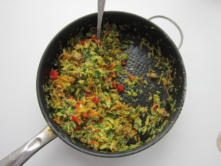 stewing: stewing of vegetables in a pig-iron frying pan